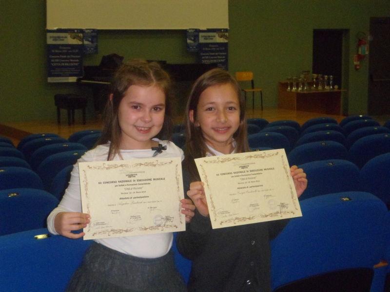 Angelica e Giorgia con i loro diplomi